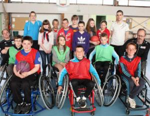 Photo de groupe jeunes sportifs